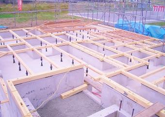 ベタ基礎完成土台敷き