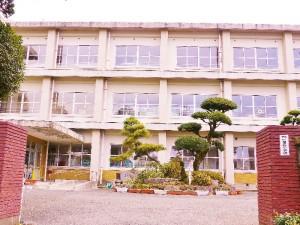 吉松小学校1.8km(徒歩18分)